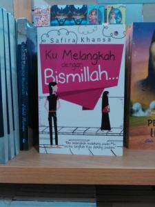 Pajangan novel ana di Gramedia Tasik :)